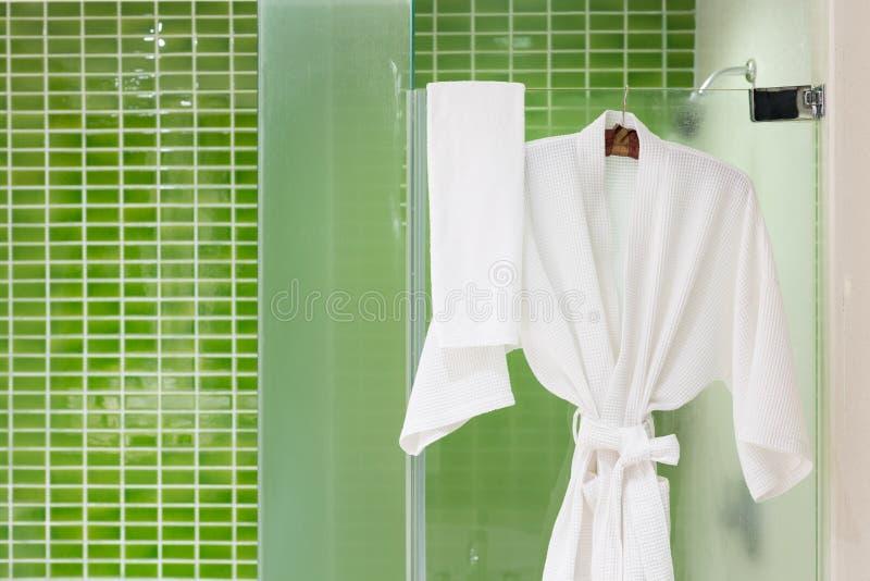 Il verde piastrella il bagno fotografia stock