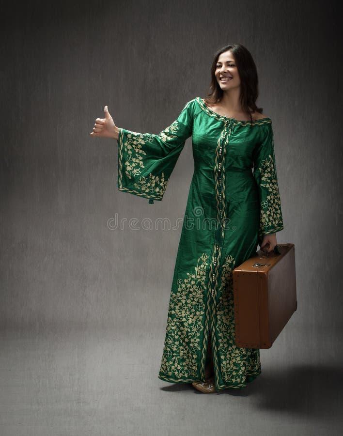 Il vestito arabo per la ragazza ha fatto il autostop immagine stock libera da diritti