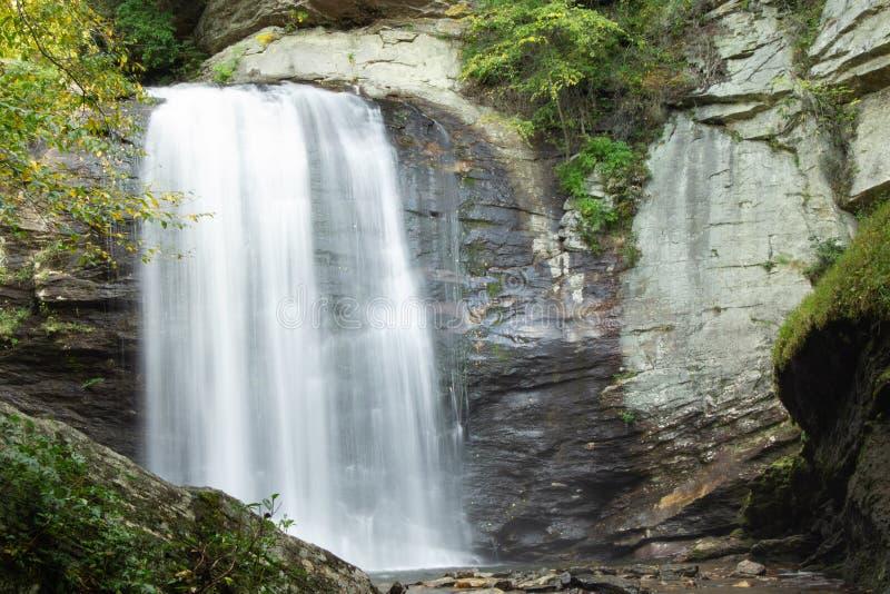 Il vetro di sguardo cade nella foresta nazionale di Pisgah immagine stock libera da diritti