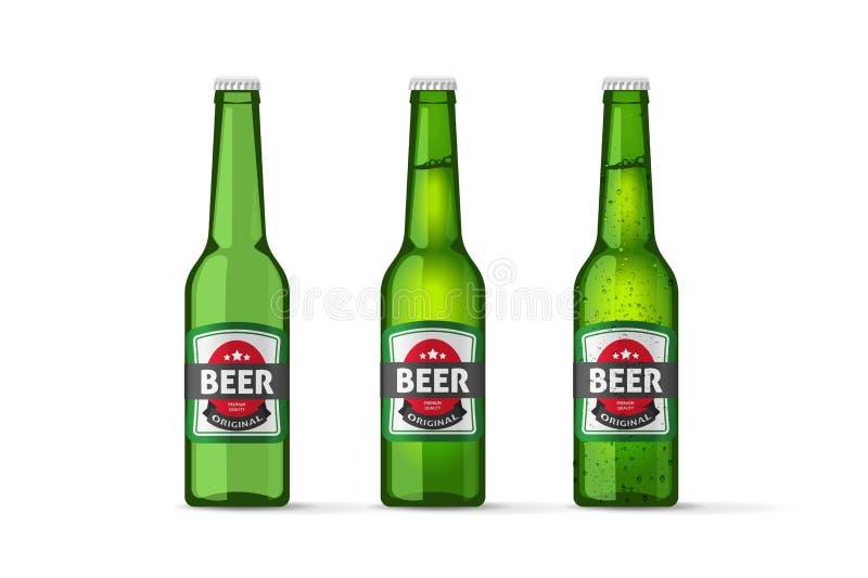 Il vettore delle bottiglie di birra obietta, bottiglia di birra verde fredda e vuota piena realistica royalty illustrazione gratis