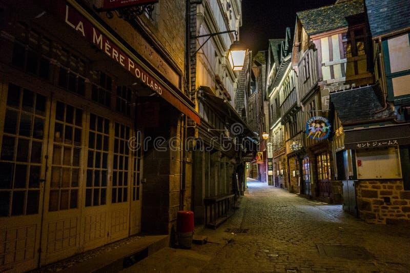Il vicolo in Mont Saint Michel immagini stock libere da diritti