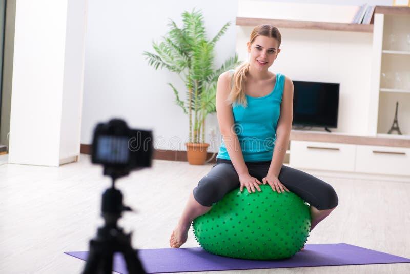 Download Il Video Della Registrazione Di Blogger Di Sport Per Vlog Immagine Stock - Immagine di lifestyle, idoneità: 117975747