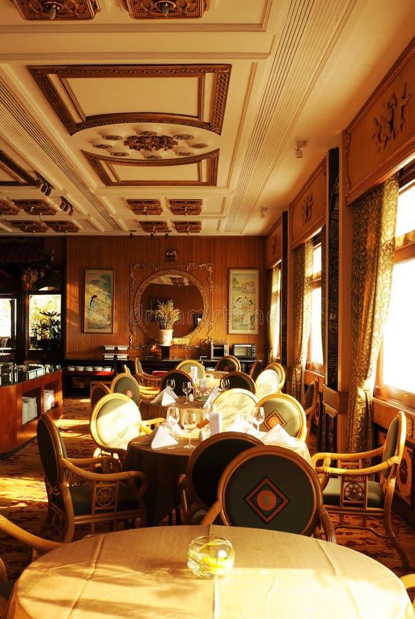Il Vietnam: Il ristorante nobile del tetto di Rex Hotel leggendario in Noioso-'chi'-Ming-città fotografia stock libera da diritti