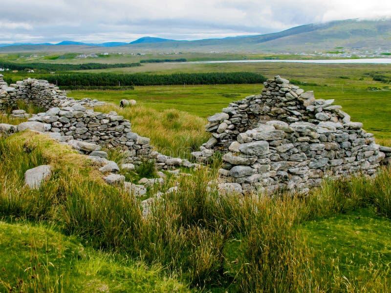 Il villaggio abbandonato a Slievemore, Achill, Mayo, Irlanda immagine stock libera da diritti