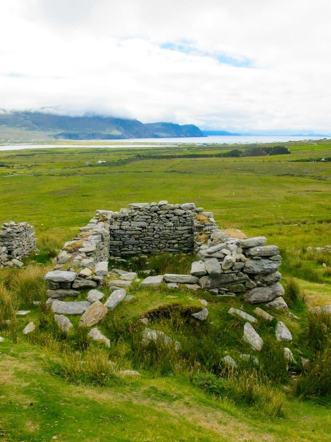 Il villaggio abbandonato a Slievemore, Achill, Mayo, Irlanda fotografia stock libera da diritti