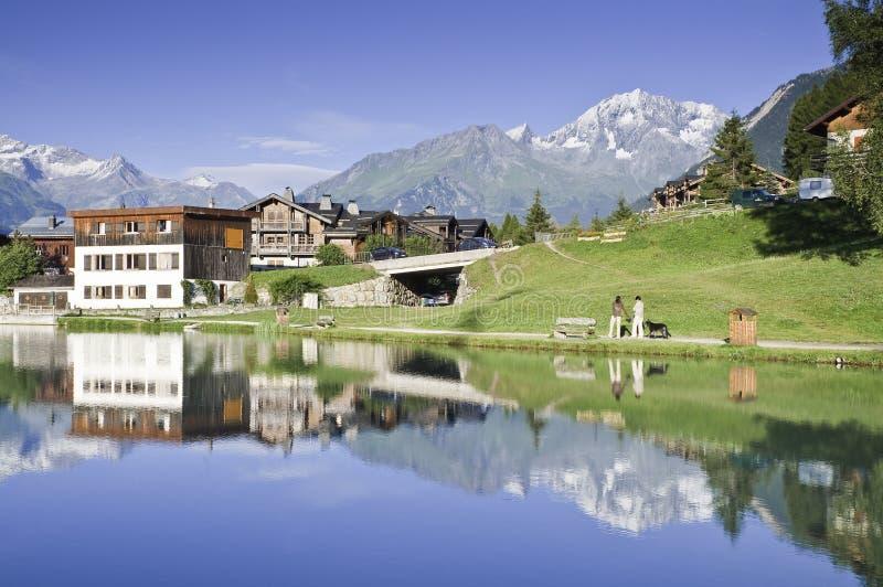 Il villaggio di Le Praz, vicino al Vanoise NP immagine stock