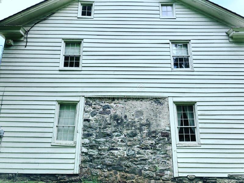 Il villaggio di Millbrook alloggia esteriore immagini stock libere da diritti
