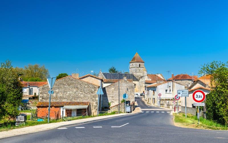 Il villaggio medievale del cuoco unico-Boutonne in Francia fotografia stock libera da diritti