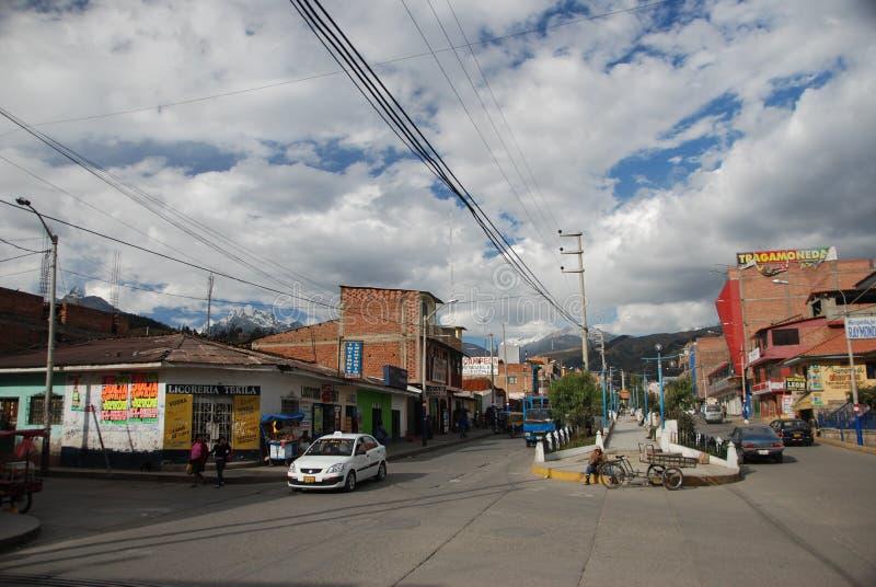 Il villaggio peruviano di Huaraz fotografia stock