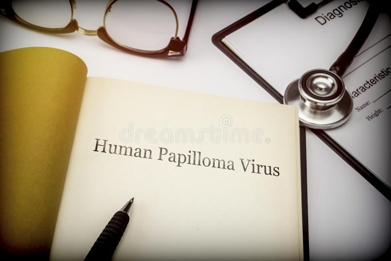 Il virus di papilloma umano, prenota insieme alla forma di diagnosi immagini stock