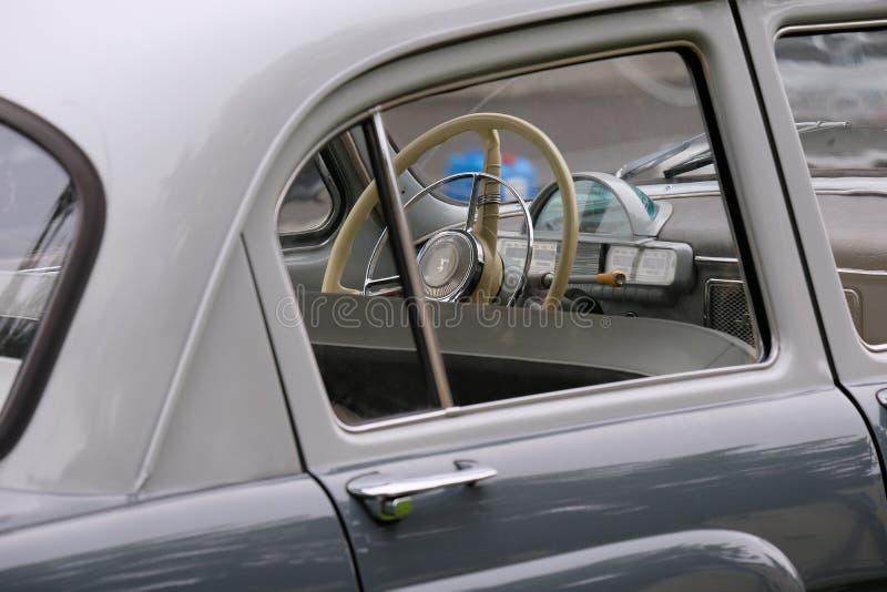 Il volante dell'automobile antica fotografia stock libera da diritti