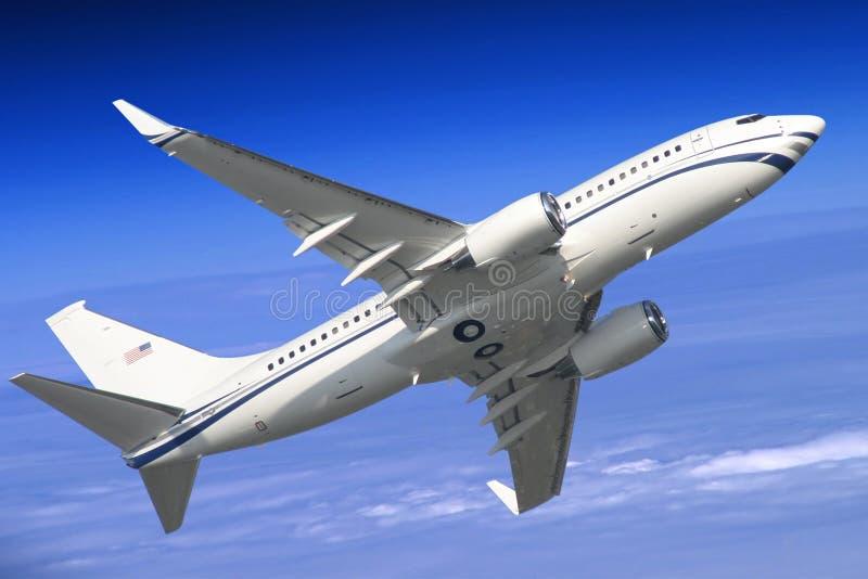Il volo dell'aeroplano fotografie stock