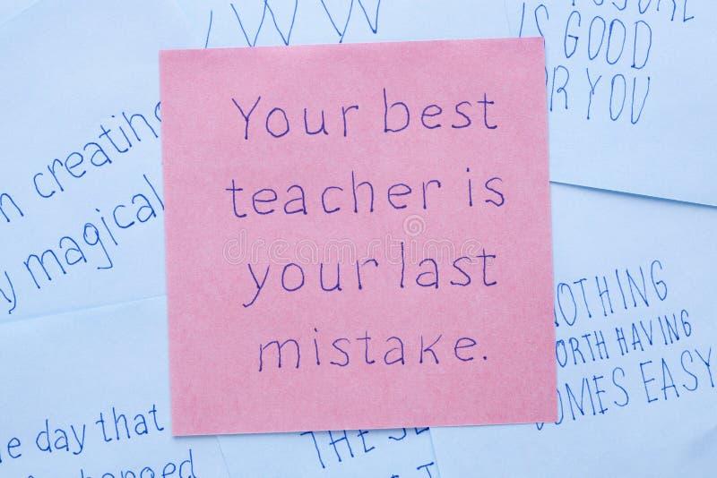 Il vostro migliore insegnante è il vostro ultimo errore scritto sulla nota fotografia stock libera da diritti