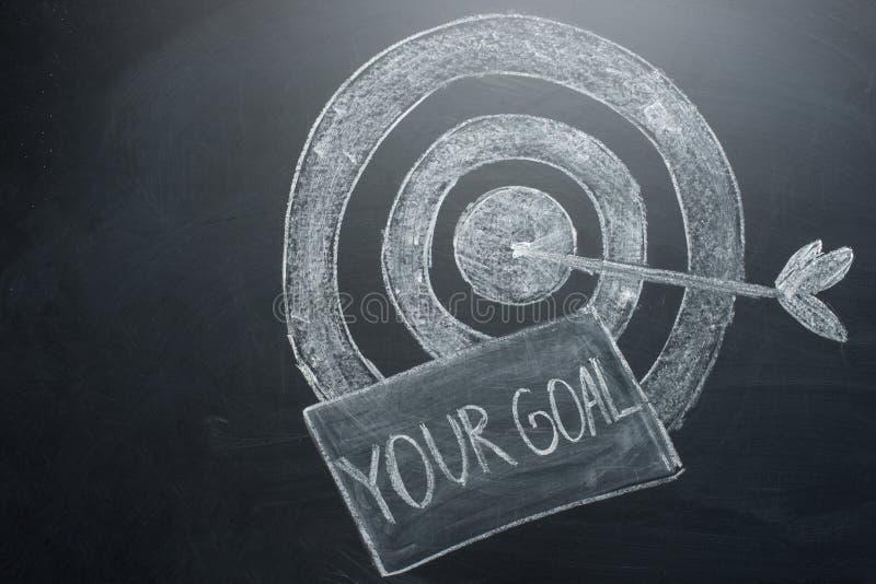 il vostro scopo è un'iscrizione con un obiettivo sul bordo Il concetto di conquista nell'affare e di raggiungimento dello scopo fotografia stock
