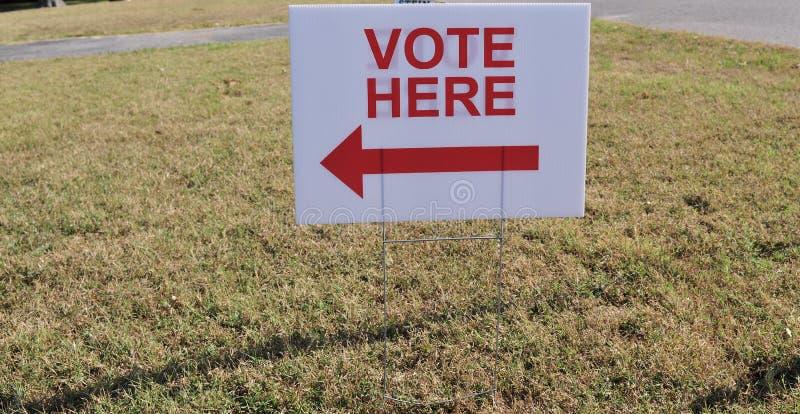 Il voto qui firma immagini stock