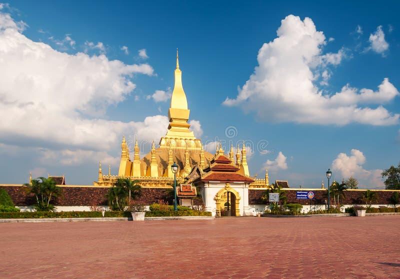 Il wat dorato Phra della pagoda quel Luang a Vientiane fotografie stock