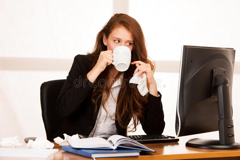 Il woman suffering at work behind the desk in her office royalty free stock photos