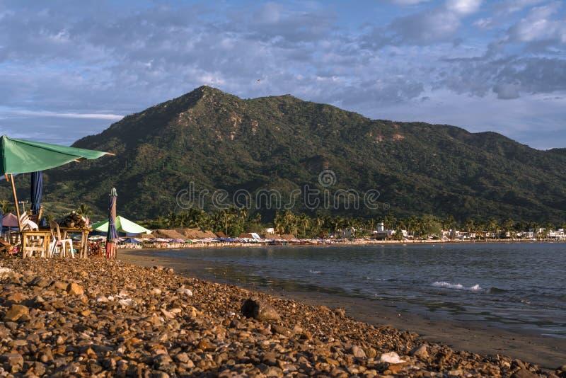 Il y a beaucoup de pierres à la plage de Boquita à Manzanillo Colima Mexique photo stock
