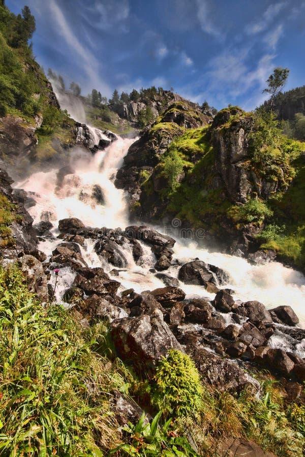 Il y a des centaines de belles cascades en Scandinavie photo stock