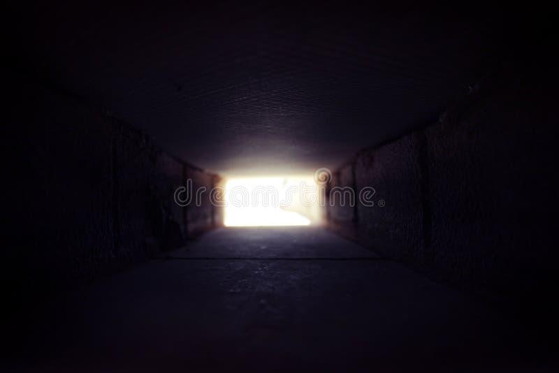 Il y a léger à l'extrémité du tunnel image stock