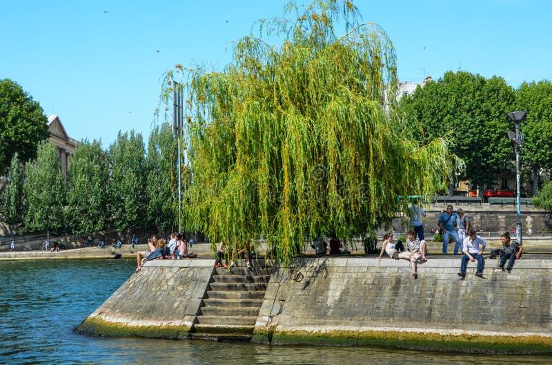 Ile Сент-Луис в Париже стоковое фото