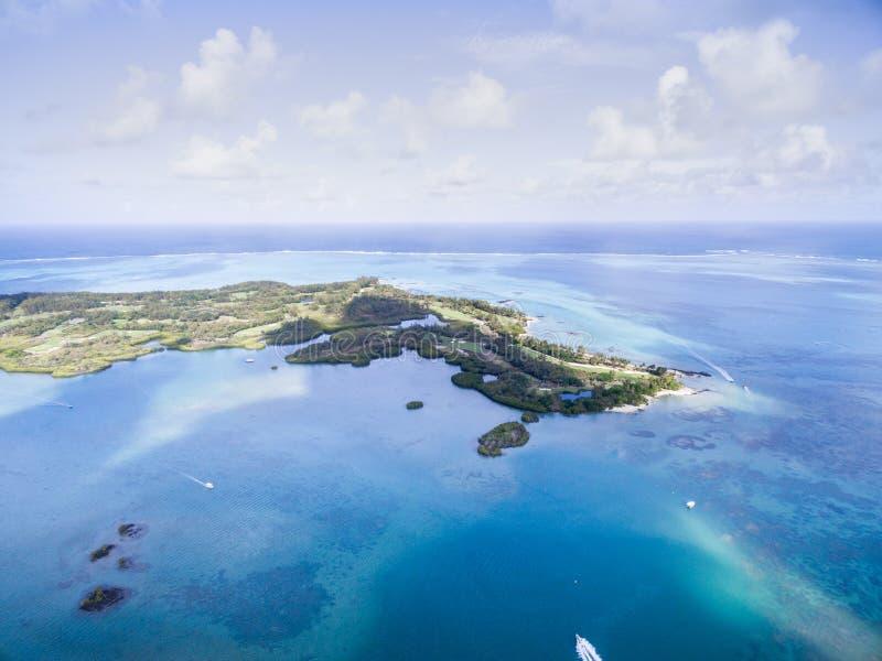 Ile Cerfs aux., île de cerfs communs d'en haut Aménagez avec l'océan et échouez en parc, faites de la navigation de plaisance à l photo libre de droits