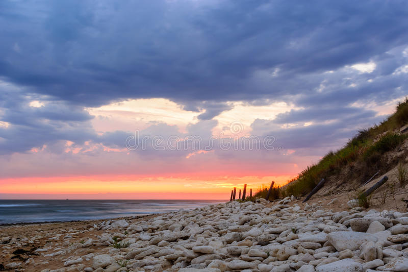 Ile d'Oleron, zonsondergang op het strand in Frankrijk stock foto