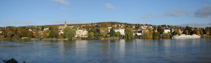 Ile de France stad av Triel sur Seine arkivfoton