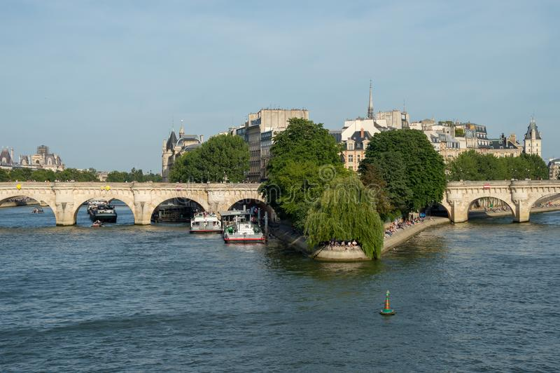 Ile de la Cité, Notre-Dame Cathedrale och fyrkant du Vert-Galant royaltyfri bild
