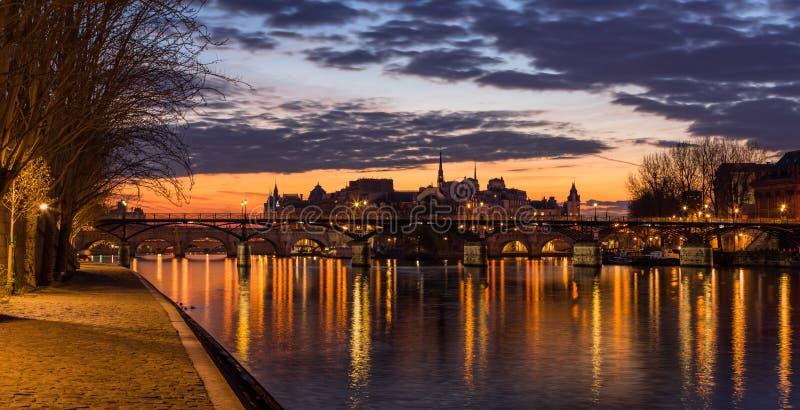 Ile de la Citera, Seinet River och Pont des Arts på soluppgång france paris arkivbilder