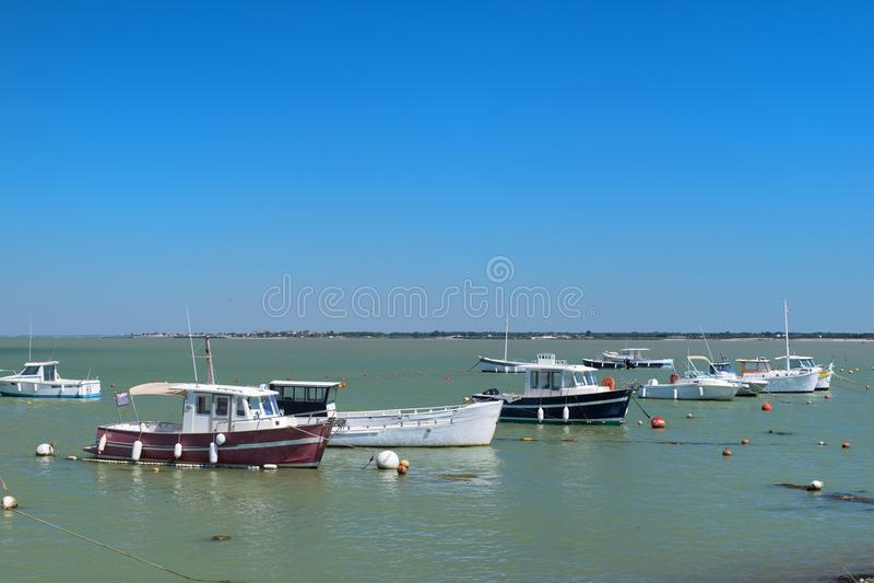 Ile de RA© -小船在Loix港口  免版税库存照片