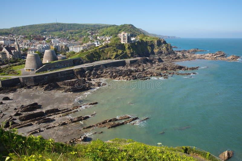 Ilfracombe Devon Regno Unito con il mare ed il cielo blu di estate fotografie stock
