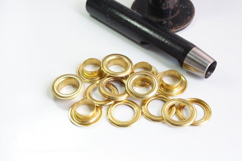 Ilhós e ferramenta de bronze do ilhó fotos de stock