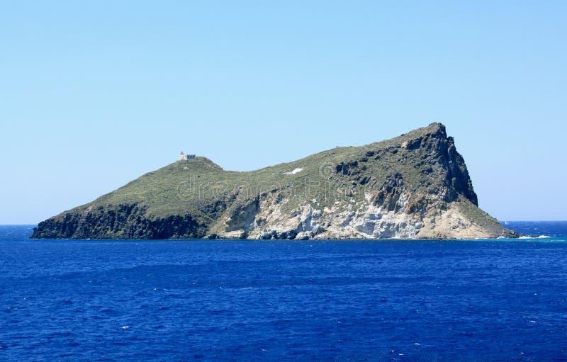 Ilha abandonada perto dos Milos imagens de stock royalty free