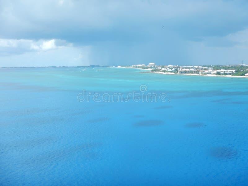 Ilha bonita de Grande Caimão foto de stock royalty free