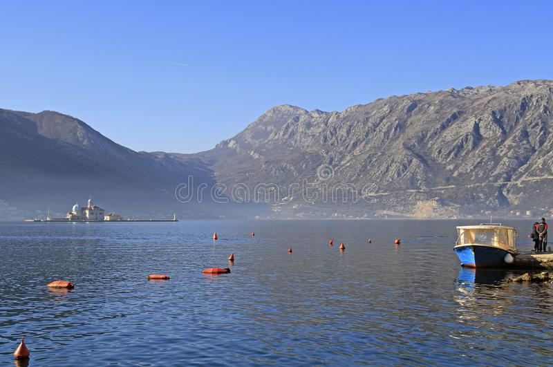 A ilha chamou nossa senhora das rochas em Montenegro imagem de stock royalty free