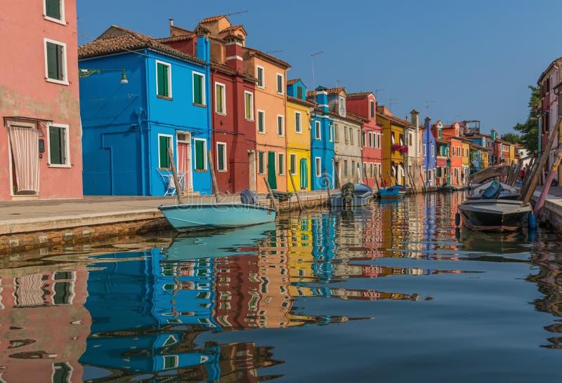 A ilha colorida de Burano, Veneza imagem de stock royalty free