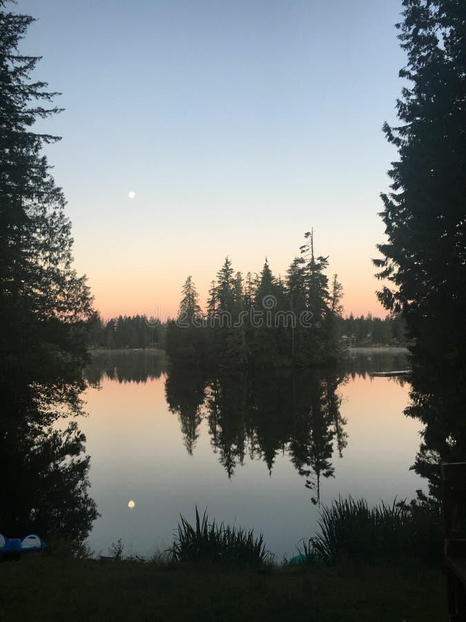 Ilha da opinião do lago fotos de stock royalty free