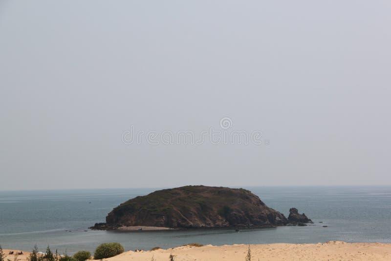 Ilha da tartaruga no mar imagem de stock royalty free