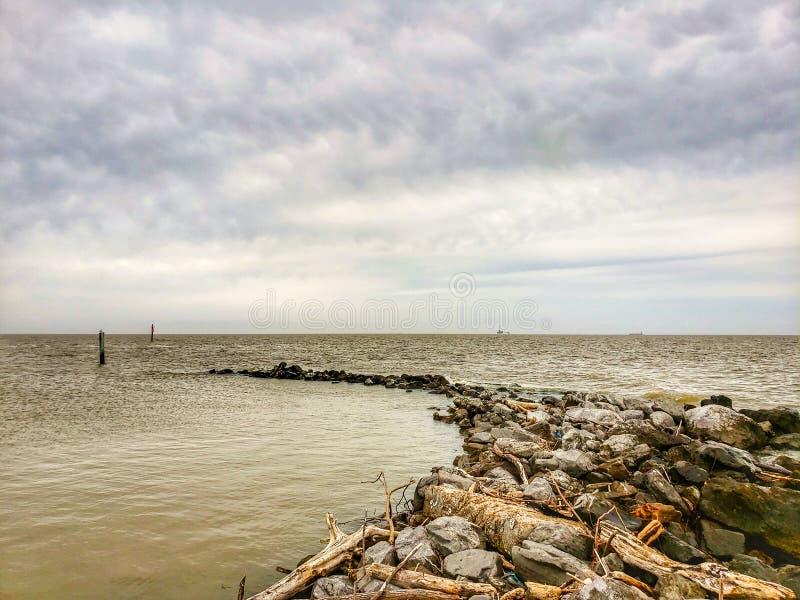 Ilha Dauphin em um dia de overcast fotos de stock royalty free