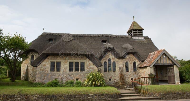 Ilha de água doce cobrida com sapê da baía da igreja do Wight fotos de stock royalty free