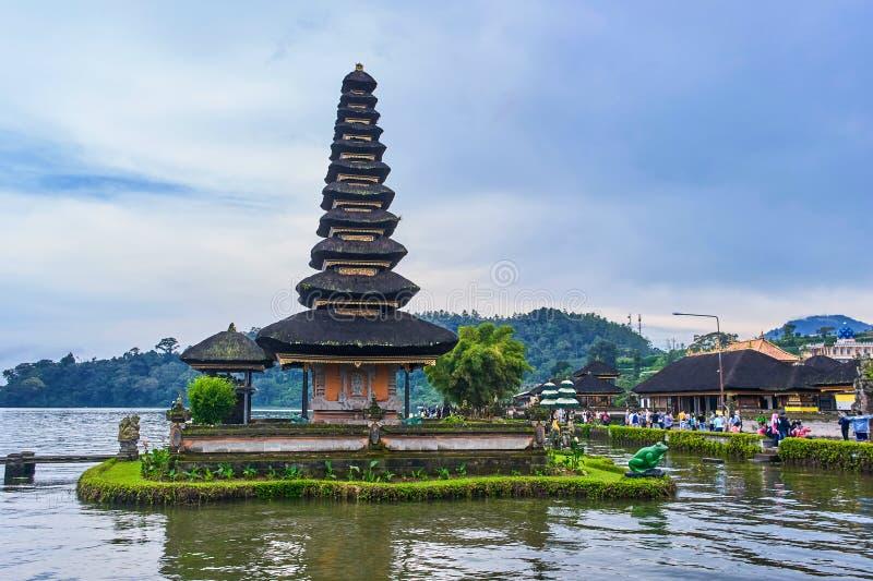 ILHA DE BALI, INDONÉSIA - 13 DE DEZEMBRO DE 2017: Pura Ulun Danu Berat imagem de stock