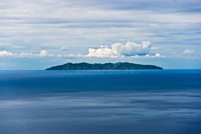 Ilha de Capraia, vista de Marciana, ilha da Ilha de Elba. imagens de stock royalty free