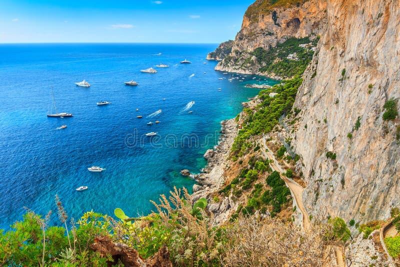Ilha de Capri e a praia de Anacapri, Itália, Europa fotos de stock