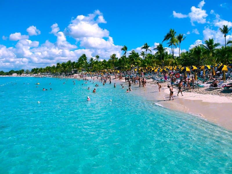 Ilha de Catalina, república dominiquense 5 de fevereiro de 2013: As vistas do mar das caraíbas fotografia de stock royalty free