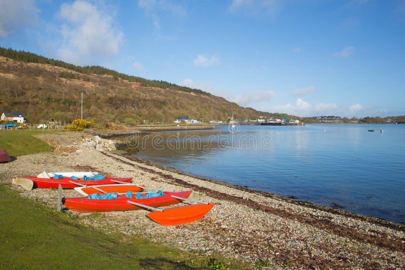 Ilha de Craignure Mull Argyll e da opinião britânica de Escócia do Bute ao porto de balsa imagens de stock