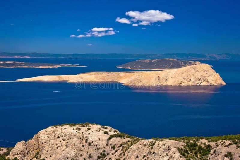 Ilha de Goli Otok no canal de Velebit de Croácia imagem de stock