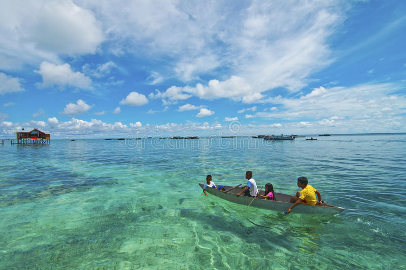 ILHA de MABUL, MALÁSIA - 20 de setembro de 2012: Mar não identificado B fotos de stock