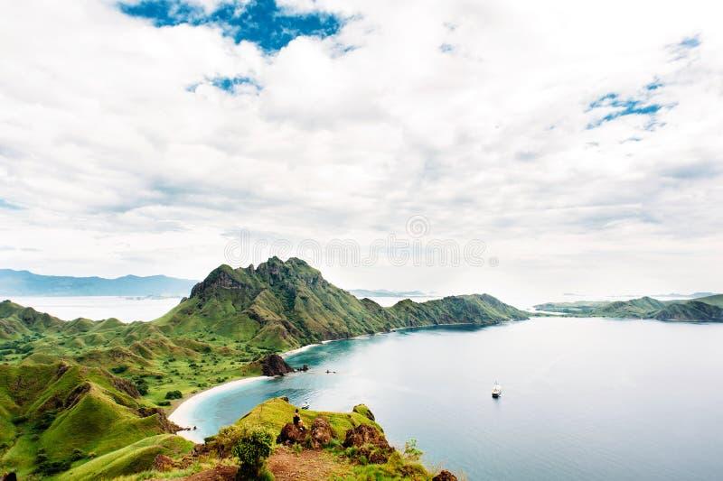 Ilha de Padar, parque nacional de Komodo em Nusa do leste Tenggara, Indonésia fotografia de stock