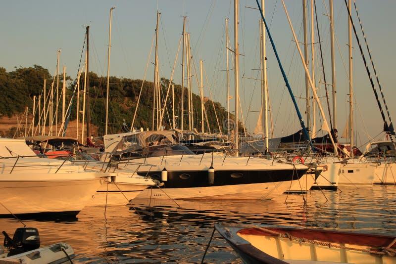 ilha de Procida, iate de estacionamento fotografia de stock royalty free
